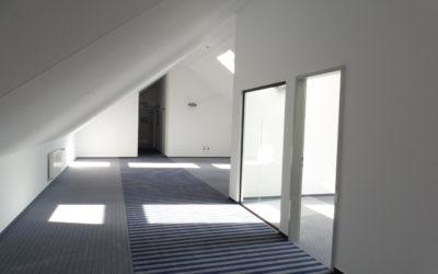 Exklusive Bürofläche im Dachgeschoß mit Blick auf den Valvo Park